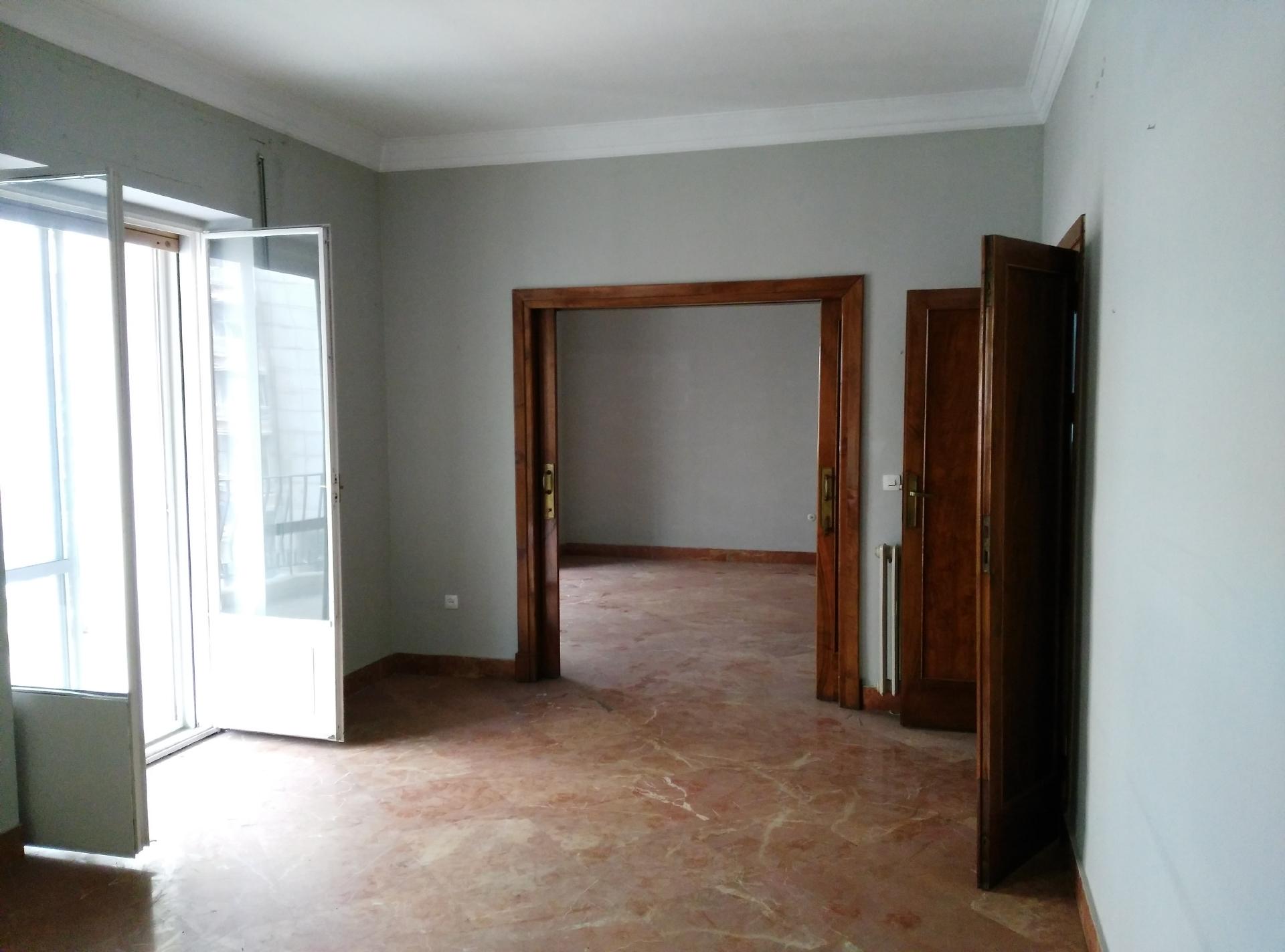 Subasta piso en avenida rep blica argentina sevilla capital for Subastas pisos barcelona